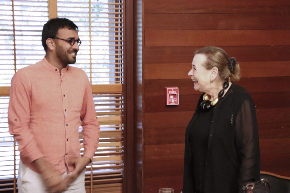 Fellow Yogesh Goyal in conversation with meeting speaker, Dr Lucy Shapiro at Stanford University.